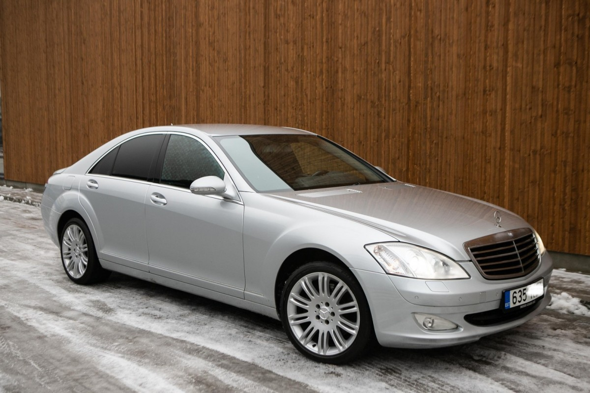 Mercedes-Benz S 320 - Photo